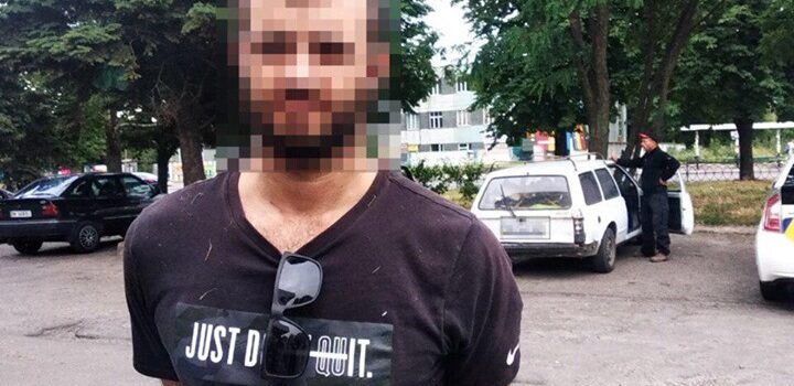 Бурштин, наркотики та ще одні номерні знаки знайшли поліцейські в автомобілі порушника