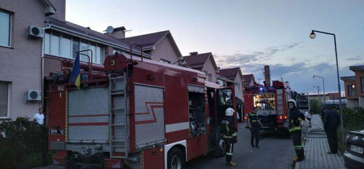В Рівному вогнеборці запобігли серйозній пожежі в будинку котеджного типу