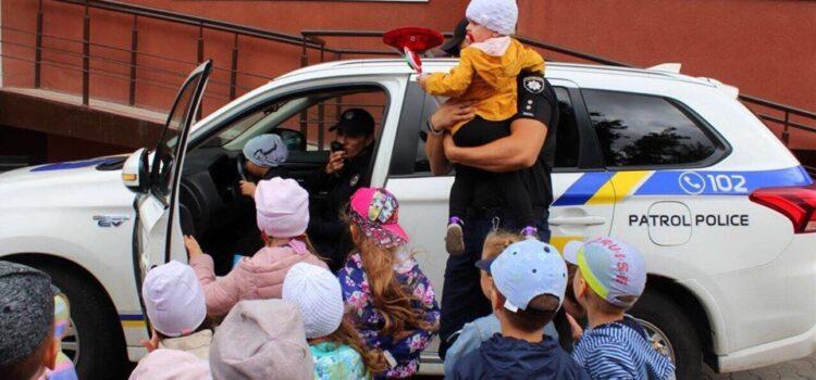 Патрульні нагадали дітям правила безпечної поведінки