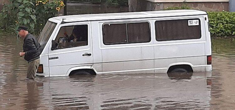 Рятувальники розповіли про наслідки підтоплення Рівного через сильну зливу