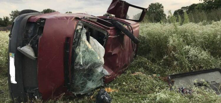 На Рівненщині автомобіль злетів з дороги: водій у лікарні