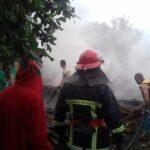 У Дубровицькому районі через попадання блискавки вогнем знищено господарчу будівлю