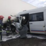 На Рівненщині зіткнулися вантажівка та бус: травмованого водія деблокували з понівеченого авто