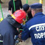На Рівненщині рятувальники звільнили ногу хлопчика з дитячої гойдалки