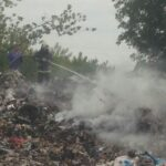 На Рівненщині рятувальники ліквідували пожежу на сміттєзвалищі