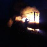 На Рівненщині вантажівка горіла посеред дороги