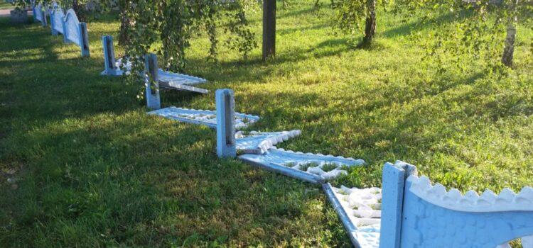 На Рівненщині біля храму зламали огорожу