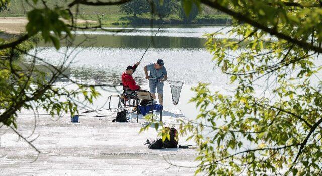На Рівненщині для постраждалих бійців АТО провели риболовну терапію
