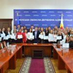 Найкращим 75 учням Рівненської області вручили сертифікати на грошові премії