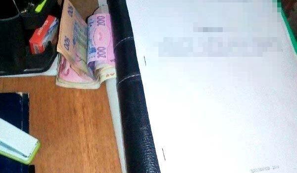 2500 гривень хабара дав житель Рівненщини за непритягнення до адмінвідповідальності