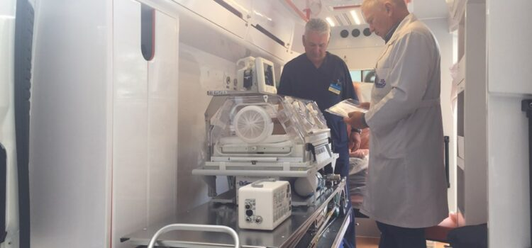 Рівненська обласна дитяча лікарня отримала новий неонатальний автомобіль швидкої допомоги
