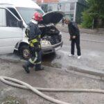 В Рівному вогнеборці врятували від знищення вогнем мікроавтобус