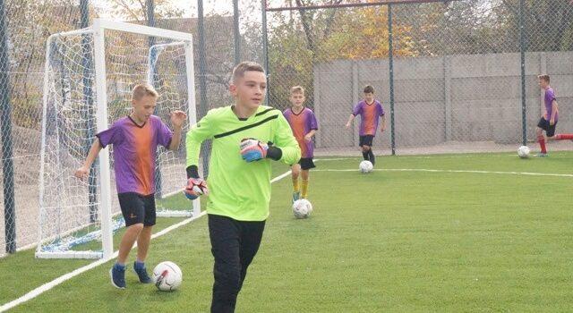 У Радивилівській ОТГ облаштували перше футбольне поле зі штучним покриттям