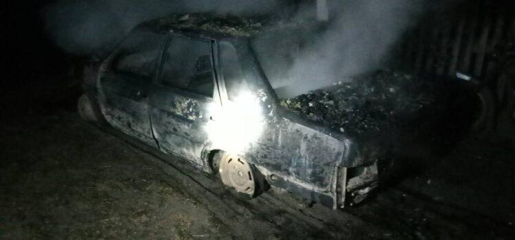 На Сарненщині згоріла будівля разом з автомобілем