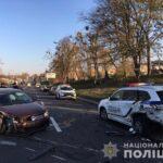 У Рівному водій легковика протаранив патрульне авто: троє постраждалих