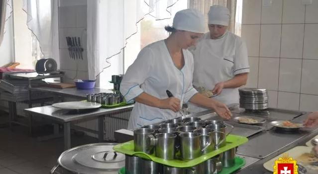 Паелья у шкільних їдальнях Рівненщини: діти харчуються по-новому