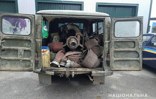 Відпрацювання Дубровицького району: поліцейські вилучили три мотопомпи та два автомобілі