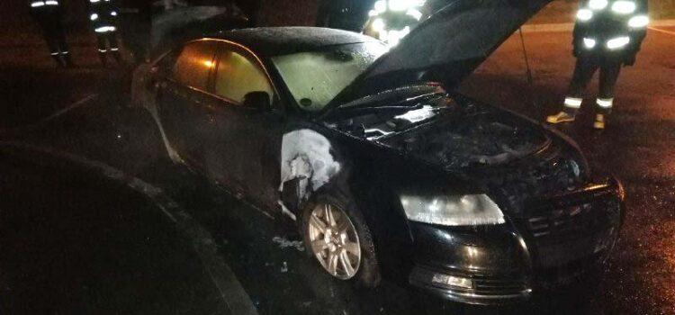 Поліцейські розслідують підпал автомобіля «Audi А6» у Рівному