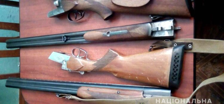 На Рівненщині майже півтисячі одиниць зброї та боєприпасів здали до поліції