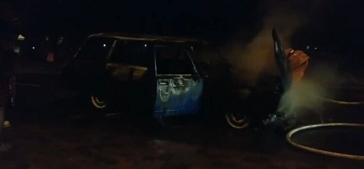 У Сарнах згорів легковий автомобіль