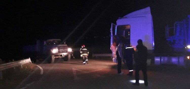 Вантажівка з'їхала у кювет та частково перекрила рух