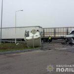 На автодорозі «Київ-Чоп» — ДТП за участі двох вантажівок