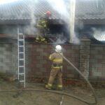В Сарнах бійці ДСНС не допустили знищення вогнем житлового будинку