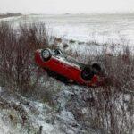 На Рівненщині автівка злетіла у кювет і перекинулася на дах